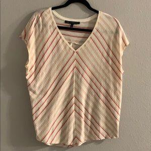🍍8/$20 V-neck T-shirt